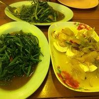 Photo taken at ข้าวต้มชาววัง จ.พิษณุโลก by V@ L. on 1/22/2014