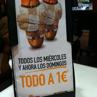 Photo taken at 100 Montaditos by Patricia D. on 10/21/2012