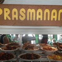Photo taken at Rumah Makan Prasmanan 52 Roti Ikan dan Mie Ayam Yosan by Bajak L. on 1/12/2013