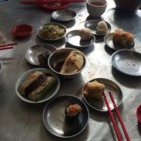 Photo taken at Aik Hoe Restoran (益和茶室) by KeeLiat S. on 7/12/2014