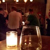 Foto tirada no(a) Pocket Bar NYC por Alexis H. em 9/20/2014