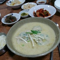 Photo taken at 마루한 by Sung Joon C. on 12/13/2012