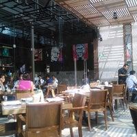 Foto tirada no(a) La Ocho Restaurante por Argy S. em 6/7/2014