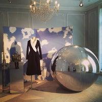 Das Foto wurde bei Christian Dior von Patricia G. am 3/6/2013 aufgenommen