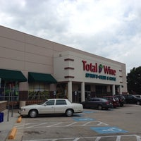 Photo prise au Total Wine & More par Samuel C. le6/1/2013