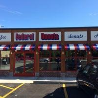 Photo prise au Federal Donuts par Tracy L. le6/6/2014