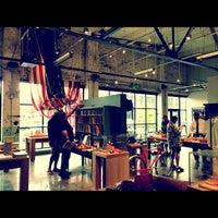 Das Foto wurde bei Shinola Store Detroit von Michael S. am 6/28/2013 aufgenommen