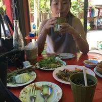 Photo taken at ส้มตำทอดตายาย by Siwaporn T. on 9/9/2017