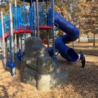 Foto tirada no(a) Terrell Mill Park por Orrin E. em 11/22/2014
