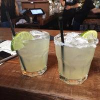 Foto tomada en Loco Taqueria & Oyster Bar por Cynthia B. el 6/28/2017