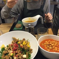 Photo taken at Verde Foodbar by Maurane D. on 12/9/2015