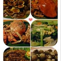 Photo taken at Raja-Raja Seafood by Meta L. on 6/8/2014