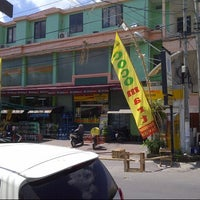 Photo taken at Coco Mart by adi i. on 4/25/2013