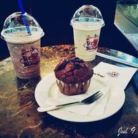 Photo taken at The Coffee Bean & Tea Leaf by Artha P. on 7/9/2014