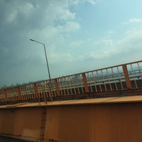 Photo taken at 동호대교 한강로 (Dongho Bridge, Hangang-ro) by 소정 on 5/8/2014