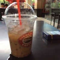 Photo taken at Highlands Coffee by Nguyễn Anh H. on 7/23/2016