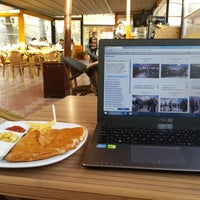 2/27/2015 tarihinde Ömer Ö.ziyaretçi tarafından Red Kit Coffee'de çekilen fotoğraf