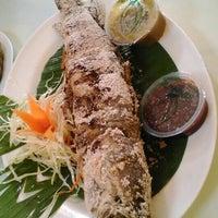 Photo taken at เจ้อ้วน เส้นปลาต้มยำ by Chatchawan S. on 9/20/2015