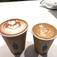 Photo taken at Blue Bottle Coffee by Frank E. R. on 3/27/2017