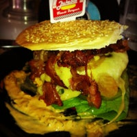 Photo taken at JukeBox Finest Burger by Wellington A. on 6/8/2013
