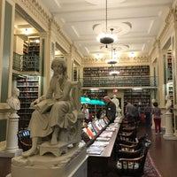 Das Foto wurde bei Boston Athenaeum von Ming Min H. am 10/14/2017 aufgenommen