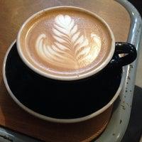 Foto tirada no(a) Lot Sixty One Coffee Roasters por Chloe F. em 2/9/2014