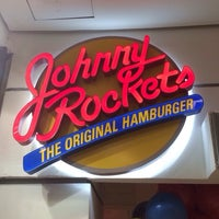 Foto tirada no(a) Johnny Rockets por Juliana N S. em 11/28/2014