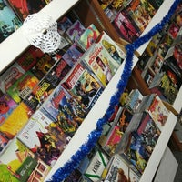 Photo taken at 8th Street Books & Comics by Jonathan T. on 12/10/2015