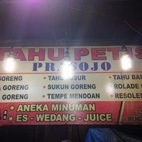 Photo taken at Tahu Petis Prasojo by Franses B. on 1/25/2016