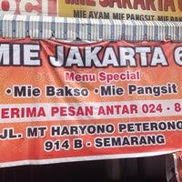 Photo taken at Mie Jakarta 69 Peterongan by Franses B. on 12/5/2015
