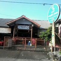 Photo taken at Cangkir Jawa by Bambang H. on 5/5/2014