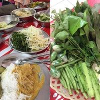 รูปภาพถ่ายที่ ร้าน ขนมจีน ป้ามัย ( เจ้าเก่า ) โดย Alice _. เมื่อ 10/6/2018