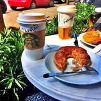 4/22/2015 tarihinde Fundaziyaretçi tarafından Starbucks'de çekilen fotoğraf