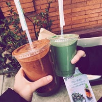 Photo taken at Greenmouth Juice Bar + Café by Lex R. on 3/13/2017