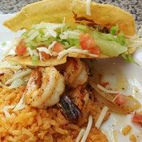 5/6/2014 tarihinde Osvaldo M.ziyaretçi tarafından Genoveva's Fine Mexican Food & Grill'de çekilen fotoğraf