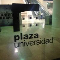 Foto tomada en Plaza Universidad por R@Y el 7/23/2013