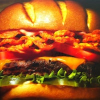 Photo taken at Red Robin Gourmet Burgers by Rob B. on 7/4/2013