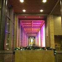 Foto tirada no(a) Benaroya Hall por Mary P. em 12/16/2012