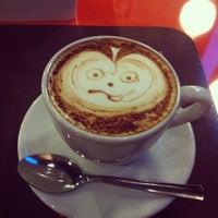 Foto tirada no(a) Amika Coffeehouse por Naiana A. em 3/10/2013