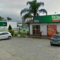 Photo taken at Pizzaria Porto da Gula by Luiz D. on 5/8/2014
