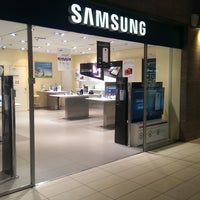 Photo taken at Samsung by Samsung Brand Stores on 5/16/2014