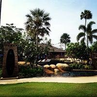 Photo taken at Jomtien Palm Beach Hotel&Resort by Parvit S. on 4/2/2013