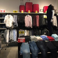 Photo taken at Kenneth Cole @ Fashion Outlets of Chicago by Marty C. on 9/5/2016