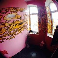 Снимок сделан в Четыре комнаты пользователем Ksenya F. 5/10/2014