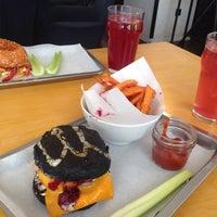 Снимок сделан в Burger Heroes пользователем Valentina T. 3/15/2016