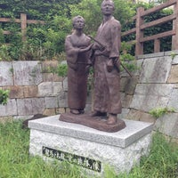Photo taken at 「龍馬とお龍、愛の旅路」像 by norippe on 6/5/2016