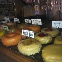 รูปภาพถ่ายที่ Dun-Well Doughnuts โดย Nandita R. เมื่อ 7/22/2013