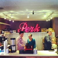 Photo prise au Perk Kafe par Caleb A. le4/15/2013
