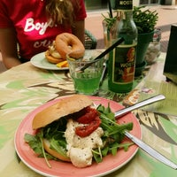 Photo taken at Bagels & Beans by Kaat M. on 5/31/2017