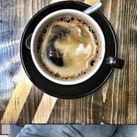 Foto tirada no(a) Double Shot Coffee Shop por Anna B. em 7/1/2017